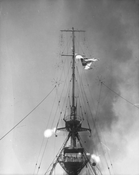 The county ensign is hoisted on the main mast of HMS Kent at the start of the Battle of the Falkland Islands during the First World War. Date: 8 December 1914