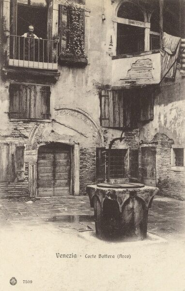 "The Court of Batero is located in Venice, Italy. This court takes its name from a shop ""Botteri, ie manufacturers of barrels that took place there. Date: circa 1910s"