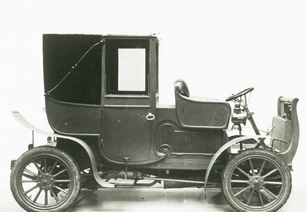 Two cylinder Napier Brougham model, briefly produced between 1903-1904 Date: 1903