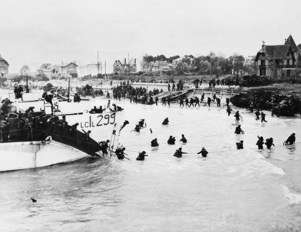 British and Canadian 3rd Division troops land at Juno Beach