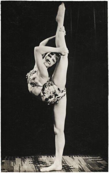 An English dancer & contortionist ('Marie') performing vertical splits!