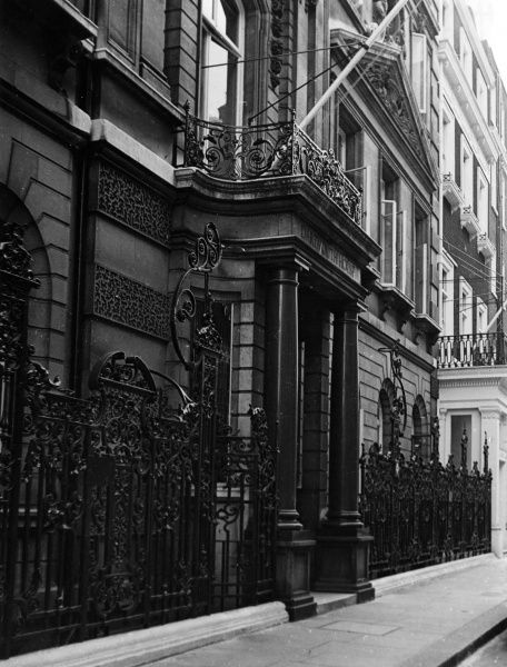 Dartmouth House, Charles Street, London, one of the most notable properties in Mayfair; purchased by the English Speaking Union in 1926. Date: 1930s