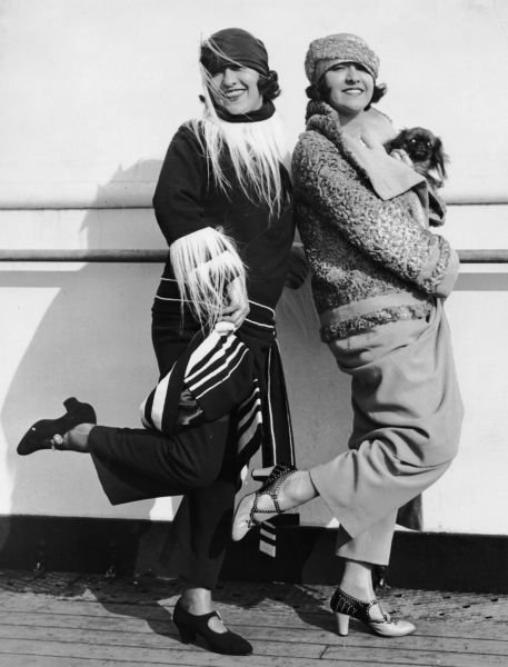The Dolly Sisters arrive in New York aboard the Aquitania, October 1922