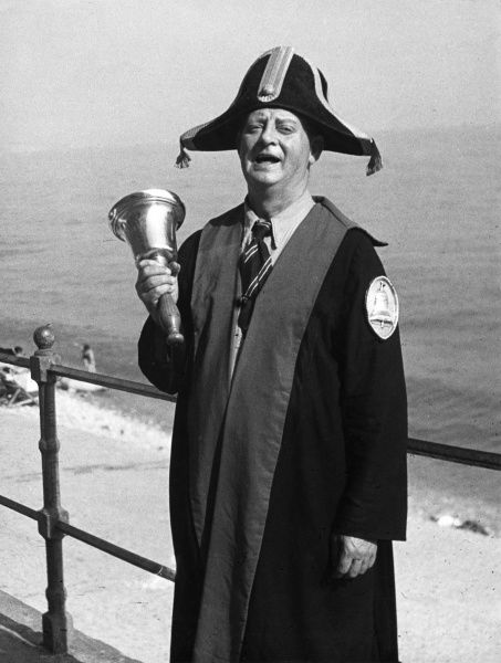 'Oh yeyh, oh yeyh!'. The Town Crier of Lyme Regis, Dorset, England, wearing the traditional costume. Date: 1950s