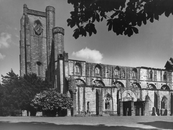 The venerable ruins of Dunkeld Cathedral, in lovely grounds overlooking the River Tay, Perthshire, Scotland. Date: 13th century