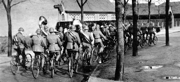 Photograph showing a Dutch Army Musical Band of the Bicycle-Mounted Regiment; stationed at S'Hertogenbosch, September 1937
