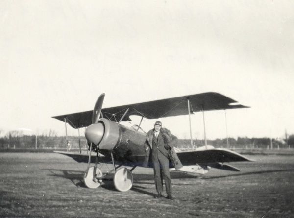Early aviation at Landskrona Sweden. Thulin NA biplane from Enoch Thulins Aircraft factory, Landskrona, 1919 Date: 1919