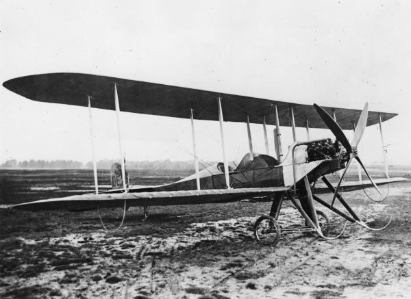 An early type of British BE2 two-seater biplane on an airfield. The BE2 was used for reconnaissance and as a light bomber during the First World War. Date: May 1913