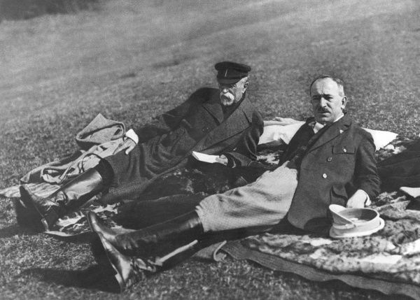 Edvard Benes (1884 1948), leader of the Czechoslovak independence movement, Minister of Foreign Affairs and the second President of Czechoslovakia (on right) in the grounds of Topolcianky Chateau in Slovakia in the autumn of 1928. (Unknown man on left