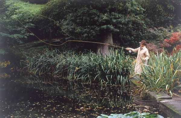 An Edwardian gentleman enjoys a day's fishing at his leisure. Date: early 1900s (re-enactment)