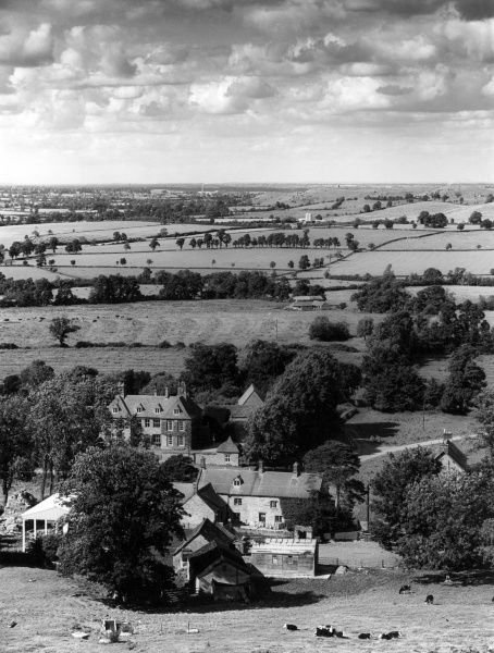 A fine view of the hamlet of Arlescote, Warwickshire, England. Date: 1960s