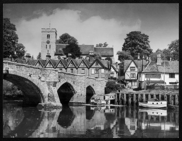 Aylesford, Kent, England. The 14th century stone bridge over the River Medway, has one central arch and six smaller arches