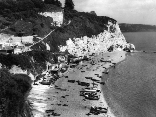 The tiny East Devon fishing village called Beer, tucked in between great chalk cliffs, one of the most charming villages of Devonshire, England. Date: 1950s