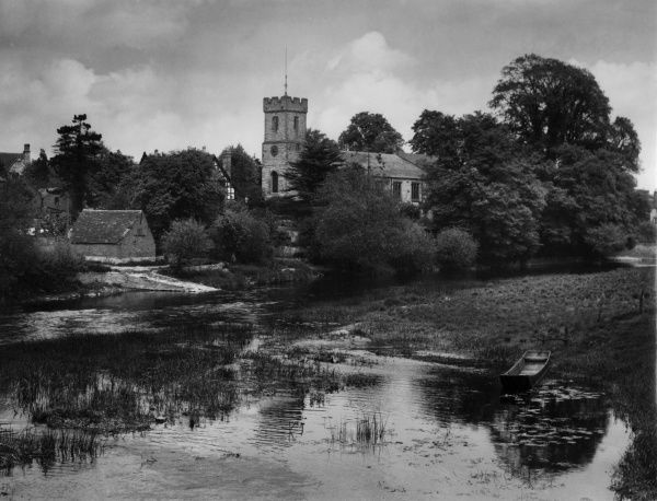 A glimpse of the picturesque village of Bidford-on-Avon, Warwickshire, England. Date: 1940s