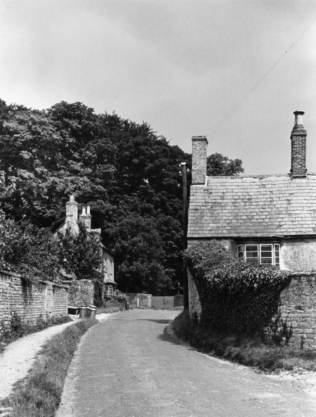A pretty corner of Hook Norton, a charming village in Oxfordshire, England. Date: 1930s