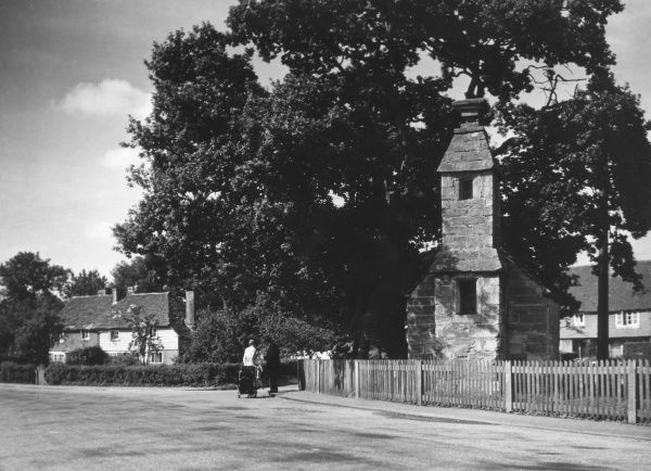 The village lock-up, beside the road and adjoining the pond, Lingfield, Surrey, England. Here delinquents and the like were punished. Originally a wayside shrine. Date: 1930s