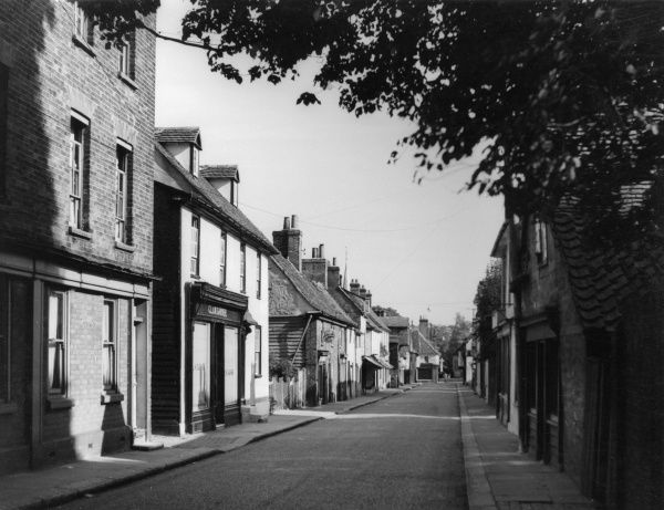 Bell Street, Sawbridgeworth, Hertfordshire, England, showing some of its quaint and picturesque old houses. Date: 1950s