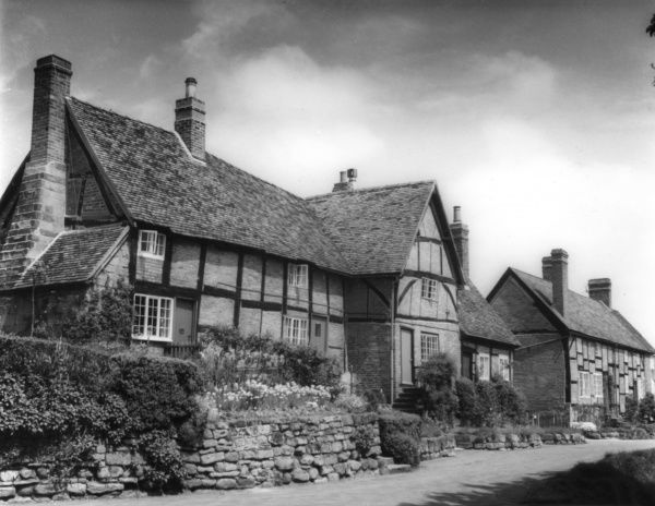 Some of the fine timbered and brick-built cottages in the village of Stoneleigh, Warwickshire, England. Date: 1950s