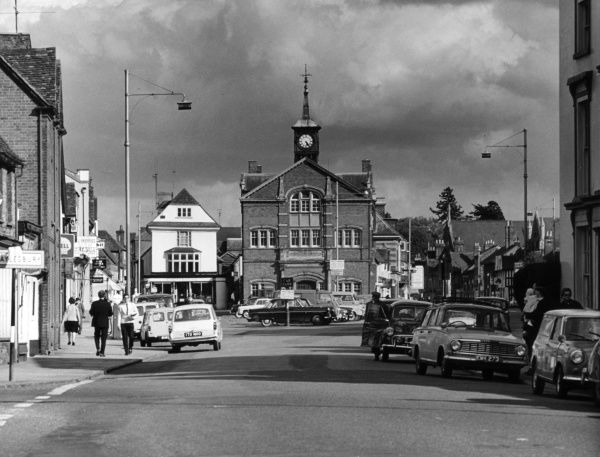 The town centre and old Town Hall, Thame, Oxfordshire, England. Date: 1960s