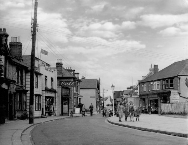 Mothers and children walking on the High Street, Whitstable, Kent, England. Date: early 1950s