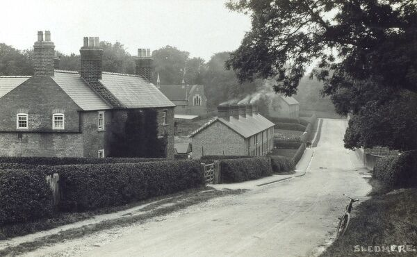 The Estate Cottages at Sledmere in the East Riding of Yorkshire, built to house those employed on the holdings of Sledmere House, a Georgian country house (built in 1751 by Richard Sykes). Date: circa 1910s