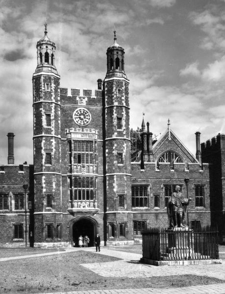 Eton College, Berkshire, England, founded by King Henry VI (whose statue is in the foreground) in 1440. Clock tower and buildings built by Prevost Lupton in 1517. Date: early 16th century