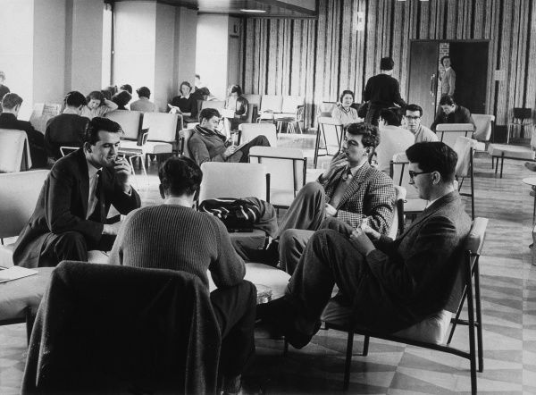 Students relaxing in the Common Room at Exeter University. Date: circa 1950s
