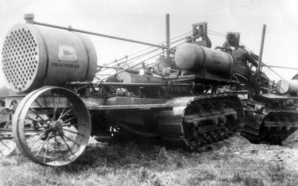 Experiments with two Creeping Grip or Bullock tractors coupled together at Burton on Trent during the First World War. Date: June 1915