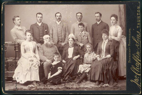 Family group - thirteen members