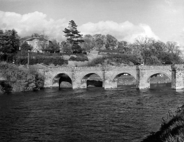Farndon Bridge, an old bridge across the River Dee, Cheshire England. The bridge is allegedly haunted by two children, whose screams can be heard on rainy nights. Date: 1960s