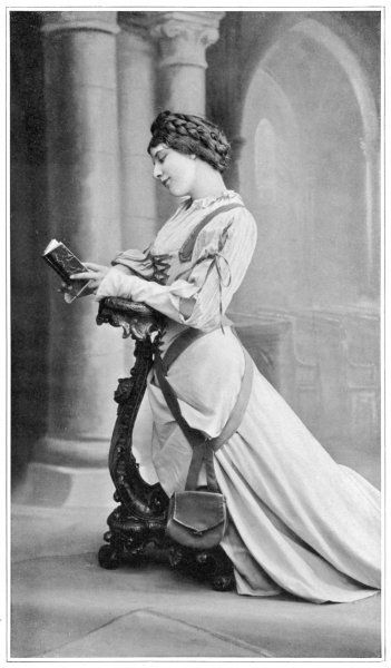 'FAUST' Geraldine Farrar as Marguerite, praying in church
