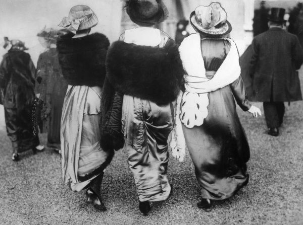 Three Edwardian women wearing fur stoles with satin dresses. Date: circa 1910