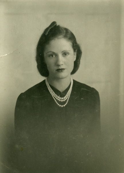 A fashionable young lady of the 1930s, wearing a pearl necklace
