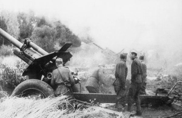 2nd Baltic Front Soviet Gunners firing on German positions at the town of Ogre (Latvia)