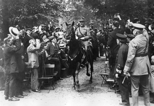 Victory march of Marshal Ferdinand Foch and General Maxime Weygand in Hyde Park, cheered on by the crowds