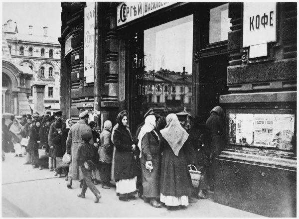 RUSSIAN REVOLUTION - Queueing for food, Tverskaya Street, Moscow
