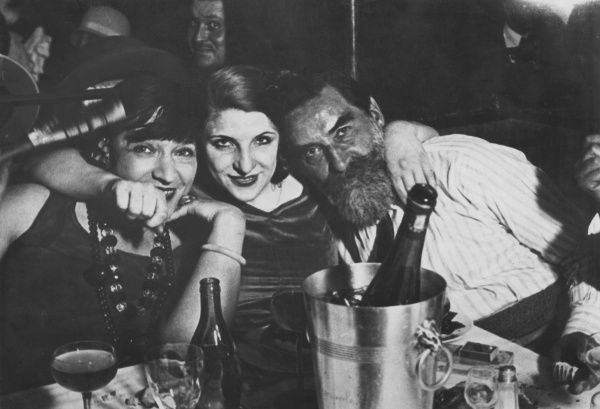 LEONARD TSUGUHARU FOUJITA, Japanese painter and engraver (left), at a cabaret club with one of his outrageous models, Kiki of Montparnasse (centre), who was also Man Ray's lover. Date: 1886 - 1968