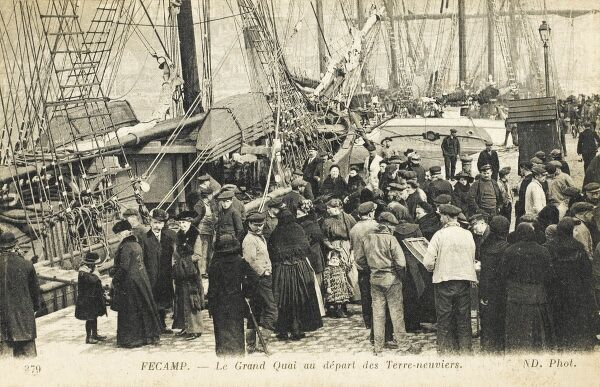 A large crowd of emigrants (likely to be Basque Breton fisherfolk) await their passage to the New World at Fecamp, possibly heading to Miquelon or Quebec