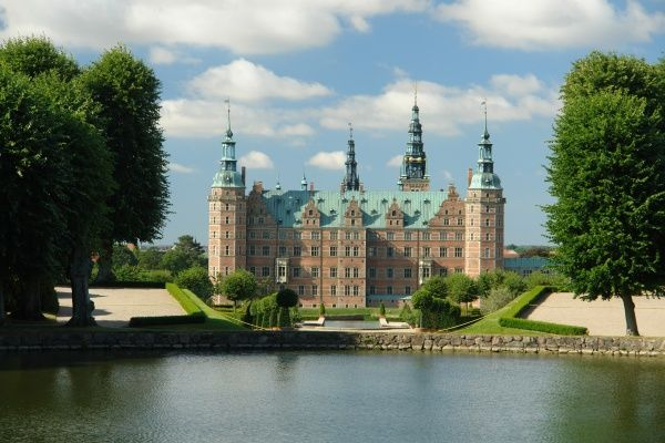 View across Palace Lake to Frederiksborg Palace (also known as Frederiksborg Castle) in Hillerod, Sjaelland, Denmark