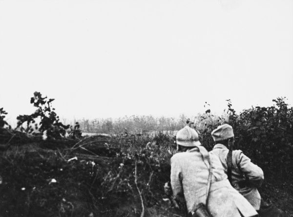 Hill 125 near Carency, east of Souchey. General Nudant commanding 82nd Infantry Division and Colonel Jacqueau observing British artillery preparations on the German position on Hill 119 on the French front during World War I
