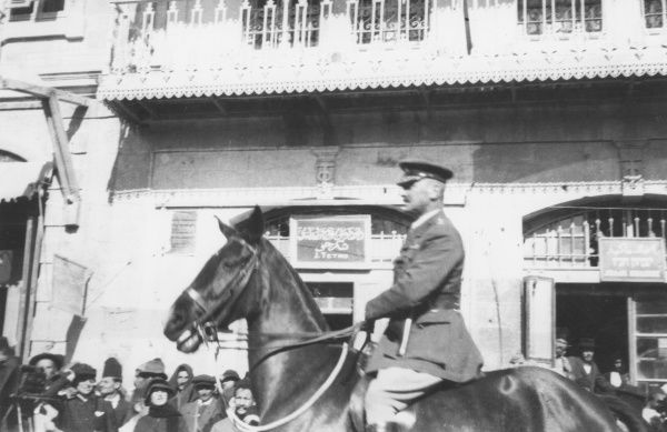British General Edmund Allenby's official entry into Jerusalem on 11th December 1917. Allenby riding up to the Jaffa Gate. Date: 11th December 1917