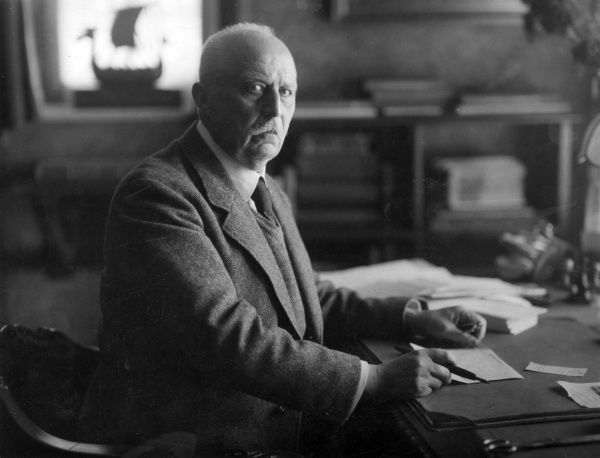 General Erich Friedrich Wilhelm Ludendorff (1865-1937), German army officer during the First World War. Seen here in his study at Tuzing, Bavaria, Germany, where he celebrated the 55th anniversary of his military career. Date: circa 1930s