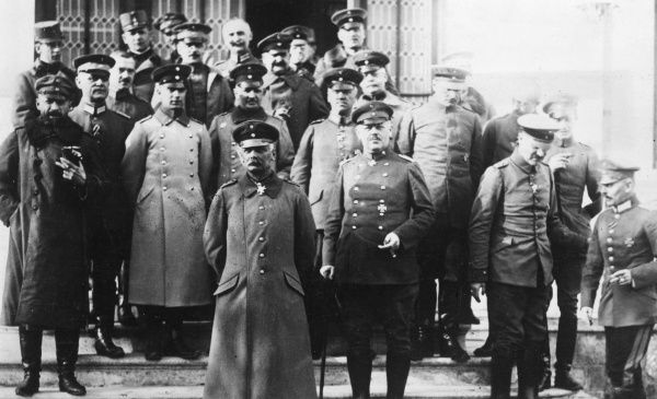 German General Erich von Falkenhayn (1861-1922) (left of centre), Commander of the Ninth Army, together with his staff outside their Headquarters on the Romanian Front during the First World War. Date: circa 1916-1917