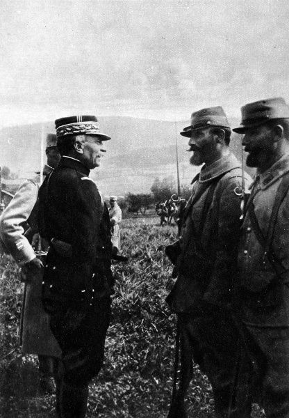 General Maudhuy, commander of the Army of the Vosges, speaking to two, almost identical, French infantrymen in Alsace
