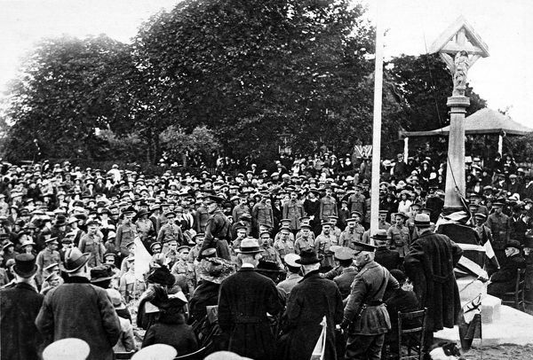 Photograph showing General Sir William Robertson (centre, facing left) making a speech at Dalderby, Lincolnshire, October 1916