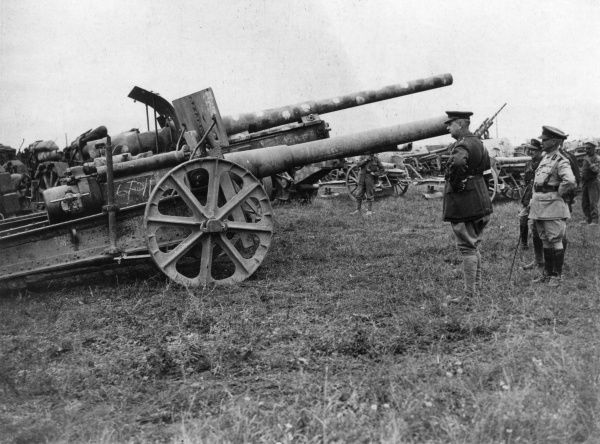 General Sir Arthur William Currie (1875-1933), Canadian general, looking at captured German naval guns at Amiens, France, during the Hundred Days Offensive, First World War. Date: 21 August 1918