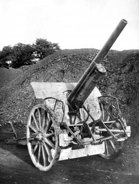 A German 77mm Model 16 field gun on a howitzer carriage during the First World War. Date: circa 1916