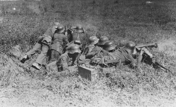 German machine gunners on the Western Front during World War I