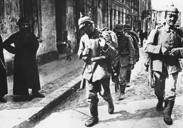 German troops enter a Lithuanian town in July 1915