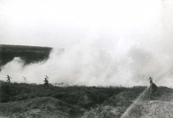 German stormtrooperss advancing through smoke bombs on the Eastern Front in Romania during the First World War. Date: 1917